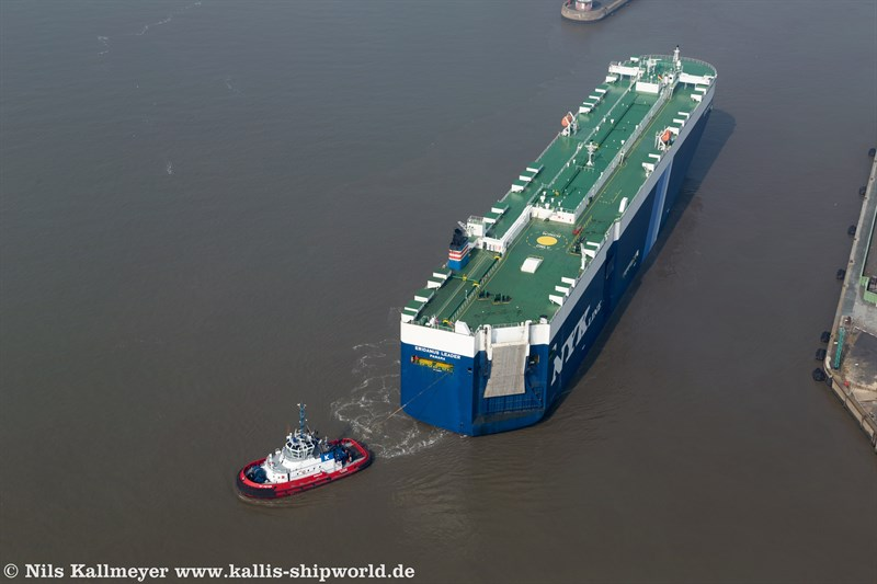 Carcarrier Eridanus Leader (IMO 9498602) in der Nordschleuse Bremerhaven.