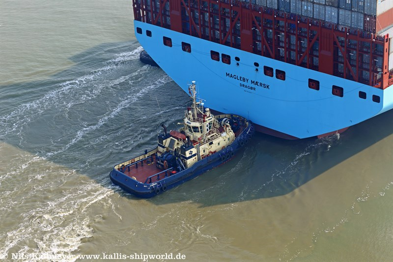 Schlepper Svitzer Marken (IMO 9292890) Heck der Magleby Maersk.