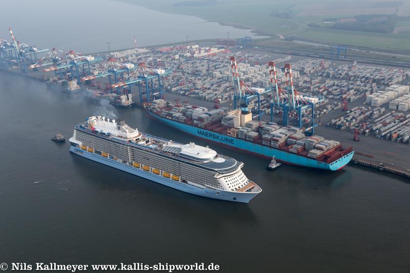 Quantum of the Seas einlaufend Bremerhaven.